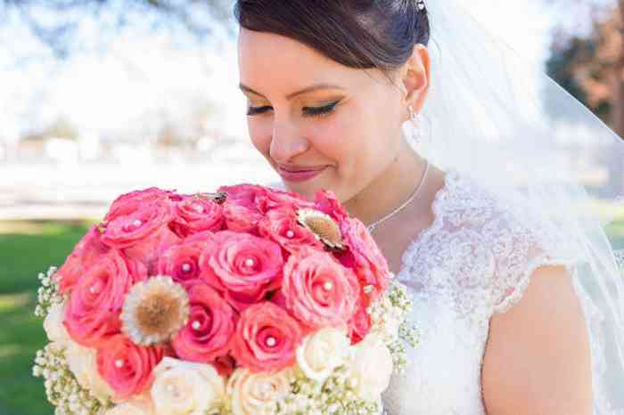 Find wedding flowers and bouquets