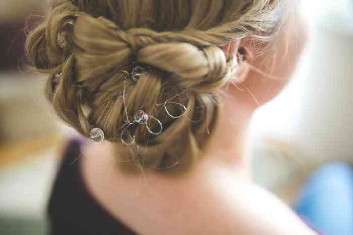 Find wedding hair and beauty services