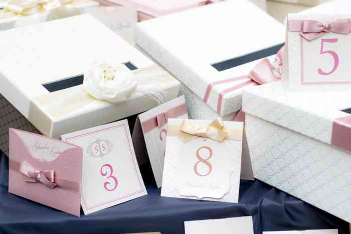 Find wedding favours